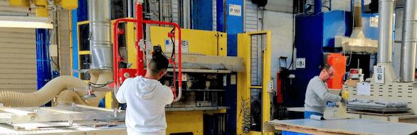 Notre parc machines : presse à fermeture verticale 500 T